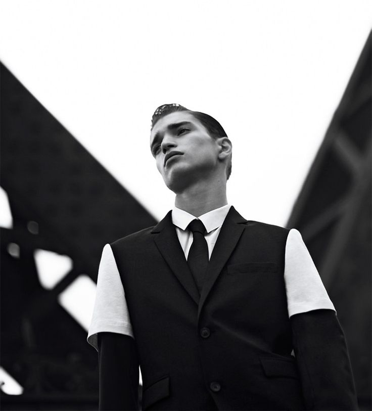 For the fourth consecutive season, KRISVANASSCHE collaborates with EASTPAK to deliver a new and exclusive collection.