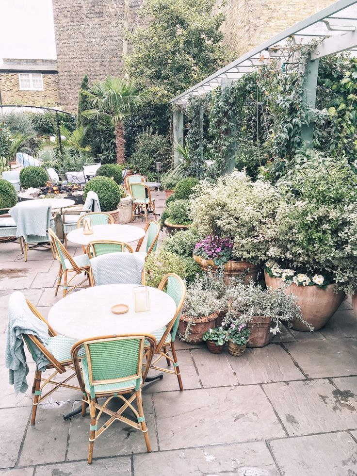 The perfect London brunch at the Ivy Chelsea Garden in west London. Love their garden terrace for a long lazy Sunday brunch.