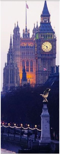London England :: RAF Memorial & the Towers of Westminster Palace √
