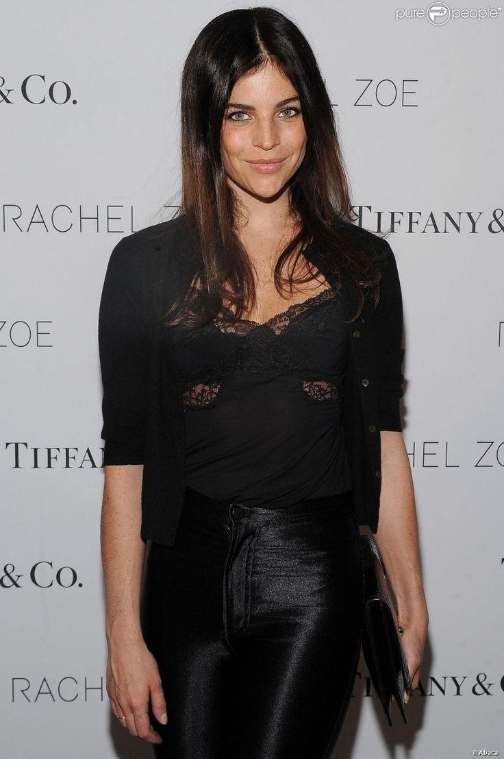 """Julia Restoin Roitfeldassiste à la soirée de sortie du livre """"Living In Style: Inspiration and Advice for Everyday Glamour"""" de Rachel Zoe, dans la boutique Tiffany & Co. New York, le 24 mars 2014."""