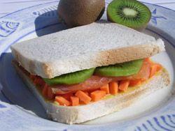 Sandwich Métis Du sucré, du salé et des couleurs pour ce sandwich très frais. - See more at: http://www.club-sandwich.net/recettes/sandwich-metis-232.php#sthash.ARyT6VVH.dpuf