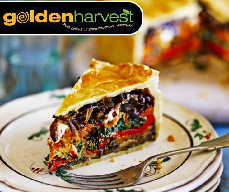 It's #MeatfreeMonday. Spoil your family today with this picnic meatfree pie. For the full recipe, click here: http://ablog.link/9ih. #GoldenHarvest