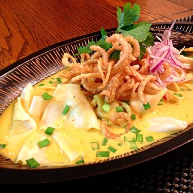 タイの北部チェンマイのお料理をアレンジしました 伊豆、伊東のぺらぺらうどん、ワンタン風で好き ナムプリックパオのダシが良い隠し味です✨ - 164件のもぐもぐ - ぺらぺらうどんでカオソーイ by ゆぅ