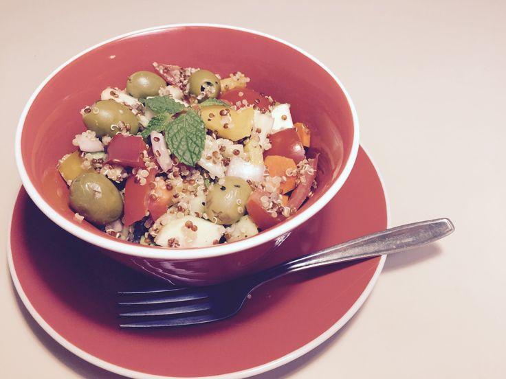 Ensalada de Quinoa con un Toque Mediterráneo Para Eliminar el Cansancio