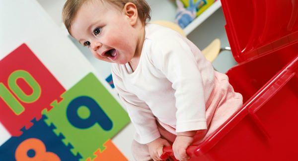Bebé dentro de caja