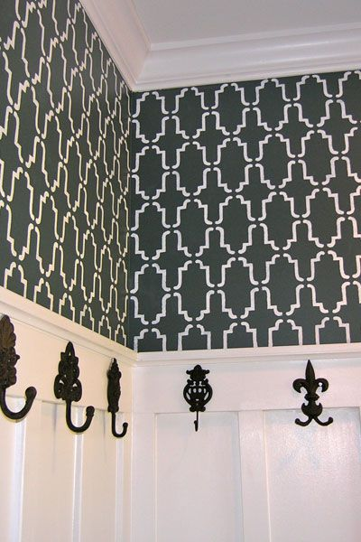 I think I am going to do this pattern in my dinning room. Different colors though...