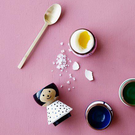 Eierbecher von Lucie Kaas aus Buchenholz, einzeln handbemalt