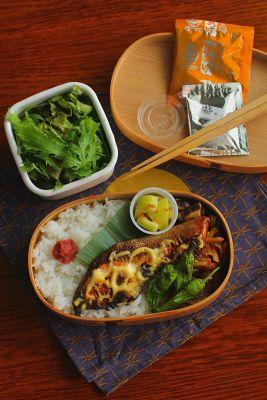 白米鮭の照り焼き椎茸の葱塩炒めさつま芋の生姜きんぴら胡瓜のベトナム風和えもの焼きしし唐サラダ今日は「鮭の照り焼き」が主役のお弁当。NHK「きょうの料理」テキスト(13/10月合)に載っていた舘野鏡子さんのレシピを参考にして作ってみましたが、