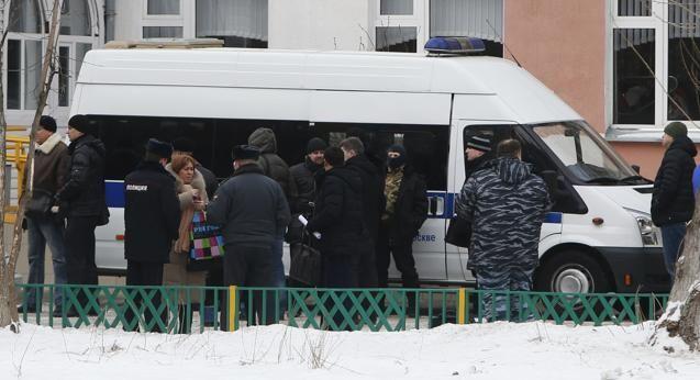 Terrore a Mosca Sparatoria a scuola: 2 morti