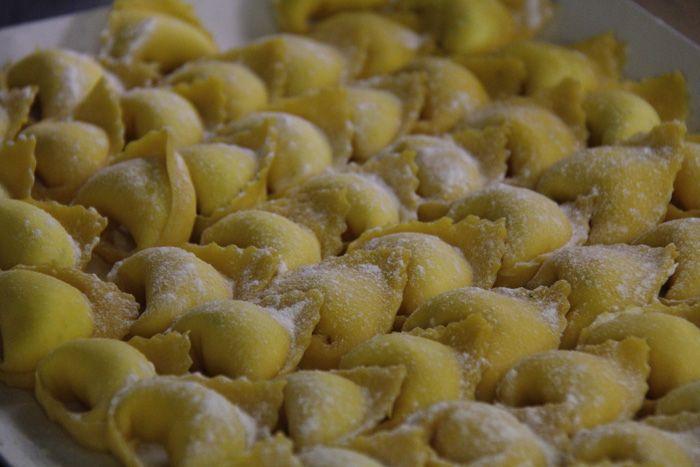 """tortellini - """"Itália: Aprendendo a Fazer Massa Fresca com as Mamas Italianas em Bolonha"""" by @AprendizViajante"""