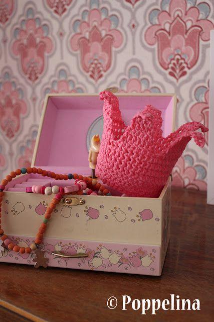 Poppelina: crocheted crown. http://poppelina.blogspot.fi