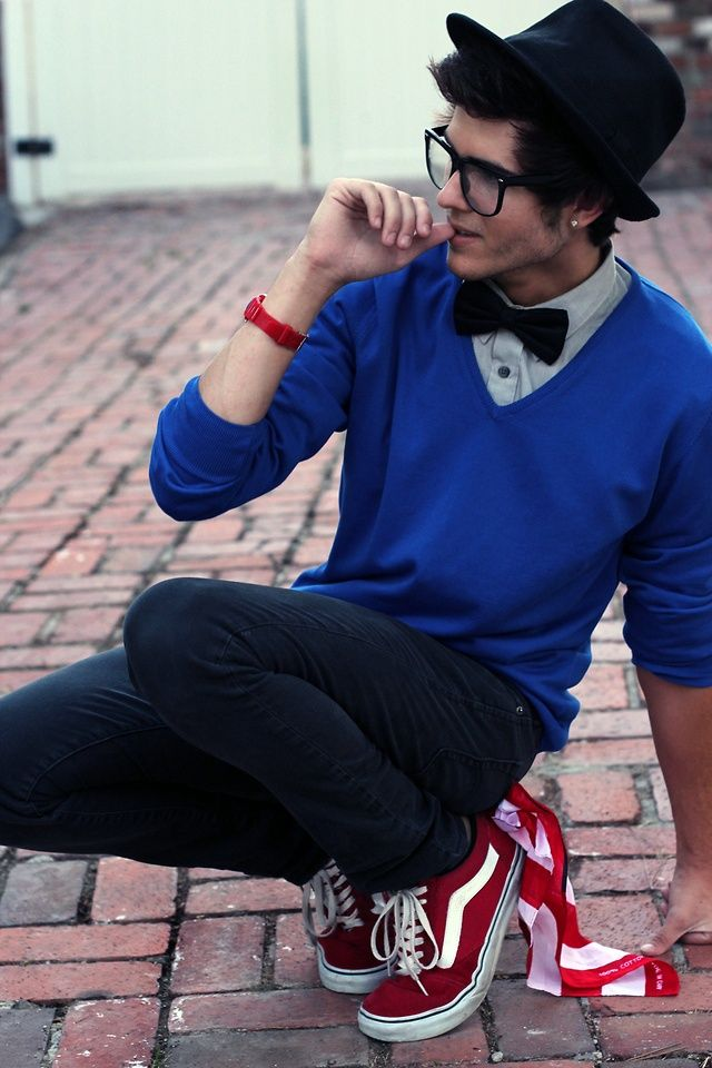 Nerdy Look for Teenage Guys. Girls love boys in glasses. There is something about nerdy looking guys that girls love. If you are thinking what you can wear