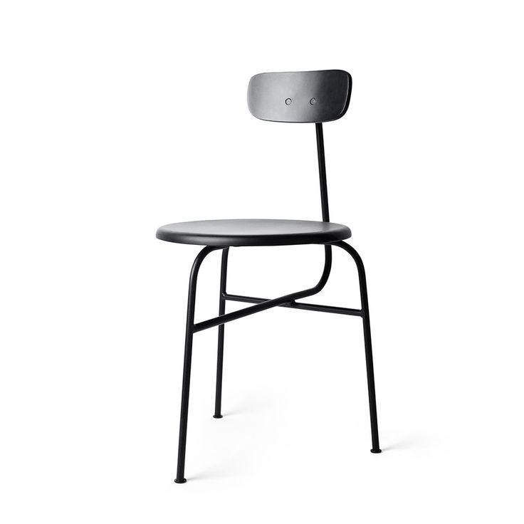 Una nuova idea di semplicità. La prima sedia prodotta da Menu ha 3 gambe ed è il risultato di un lavoro di decostruzione, pezzo per pezzo, fino ad ar...