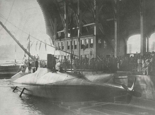 Abdülhamid Hanın Yaptırdığı Denizaltı Dünyada Hedefe İlk Torpito Atışı Yapabilen Denizaltı Ünvanına Sahiptir.(Istanbul, 1886)