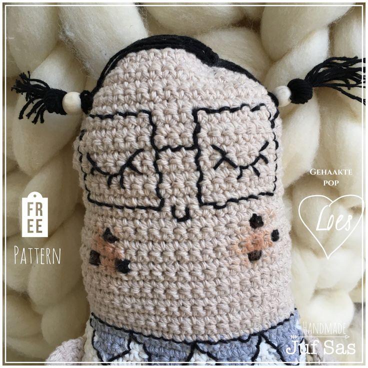 Gehaakte Pop Loes #handmade byjuf Sas met gratis patroon #gratispatroon #doll #pop #gehaaktepop #knuffel #gehaakt #haken #hakenisleuk #hakeniship #blog #ontwerp #jufsas #Loes #popLoes #duurzaam #uniek #lief #patroon #gratis #katoen #Zeeman #ActionNederland #DIY #toy #crochetdoll #crochet #crocheting #virka #gehaakteknuffel #häckeln #crochetingisfun #handwerk #zwartwit #scandinavisch #boekenwurm #verlegen #shy #ilovebooks