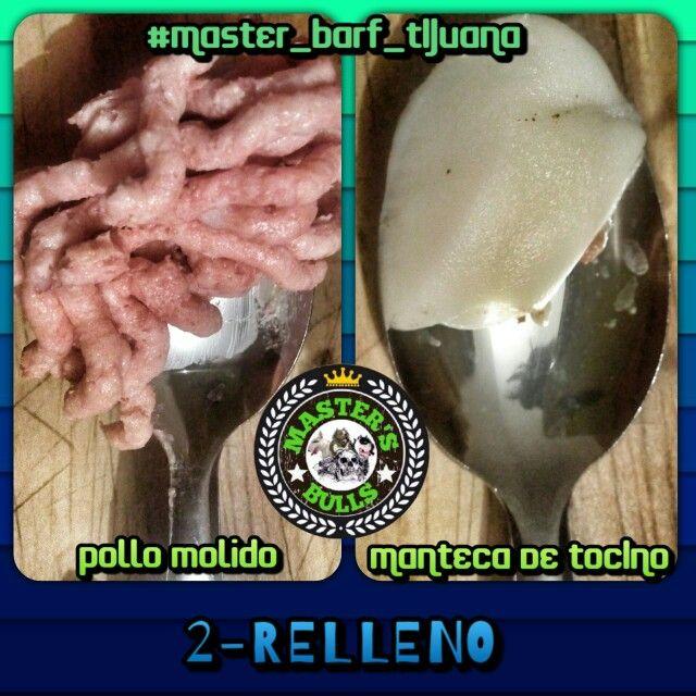 Paso 2 Relleno. El relleno debera ser algo que le agrade mucho a tu perro, yo utilice pollo molido y manteca de tocino pero tambien puedes usar pure de manzana o yogurt natural.  #Master_BARF_Tijuana