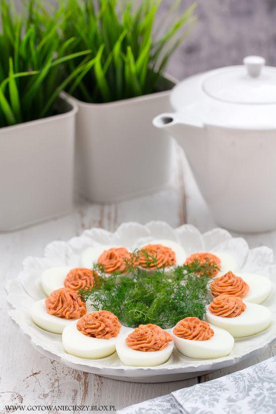 Jajka z farszem łososiowo pomidorowym
