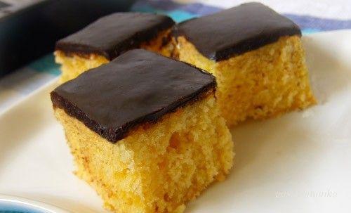 Szeretem az olyan recepteket, melyek egyszerűen és gyorsan készíthetőek el. Ez az egyik kedvencünk. Hipp-hopp és máris kész. Íme a kefires sütemény...