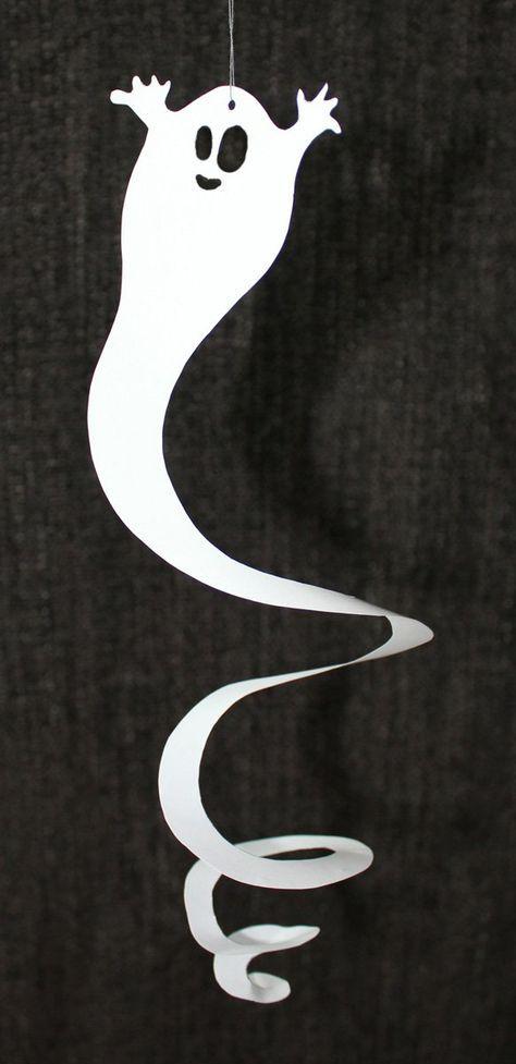 Ich bin kein Halloween-Fan. Aber diese Geister-Spiralen finde ich toll! Auf Pinterest gesehen. Gezeichnet. Ausgeschnitten. Aufgehängt. Gefreut!
