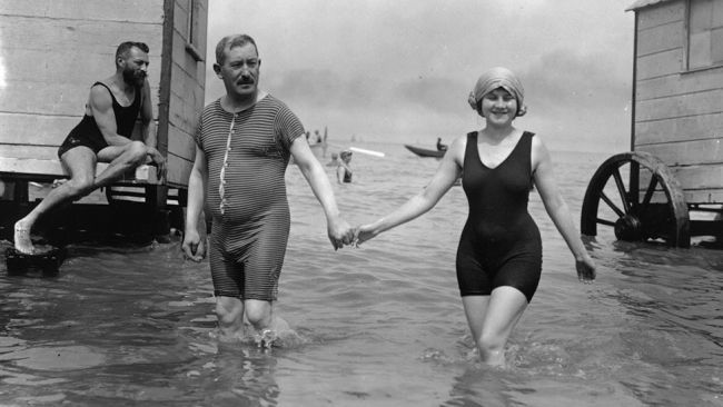 Before the Bikini: Rare Vintage Beach Photos - weather.com