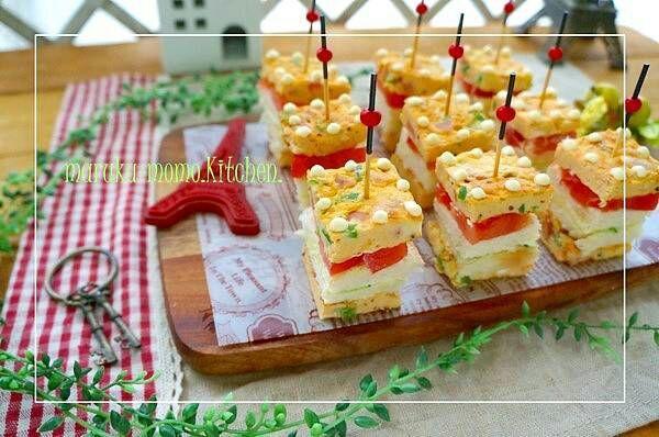 桃咲マルク's dish photo ドット柄の逆サンド オムレツと野菜のミニキューブ   http://snapdish.co #SnapDish #レシピ #お弁当 #パーティー #クリスマス #食パン #サンドイッチ