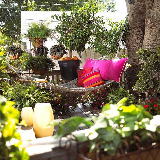 pillows and plantings take a deck from blah to bliss