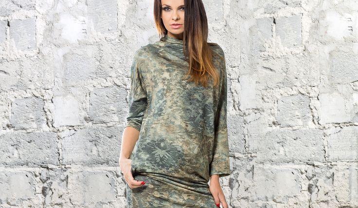 Tunika oversize, mix kolorów w odcieniu khaki. Oversize tunic in khaki shade color mix. http://www.bee.com.pl/e-sklep/
