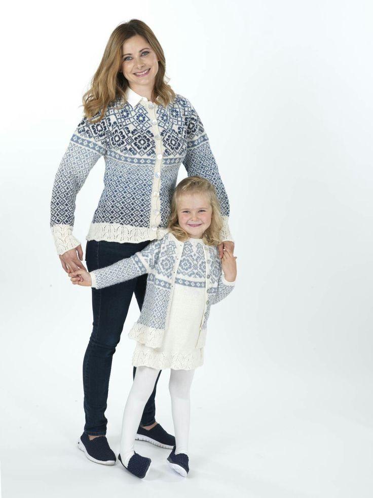 Porselensblomst kofte til dame og barn, og kjole til barn.
