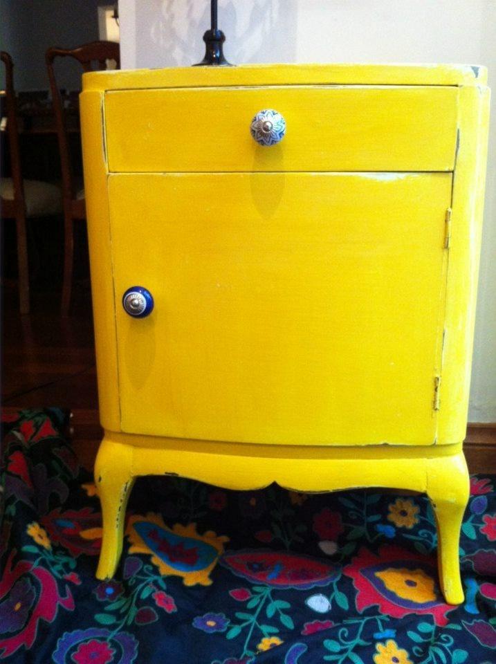 Mesa De Luz Francesa Amarilla Decapada