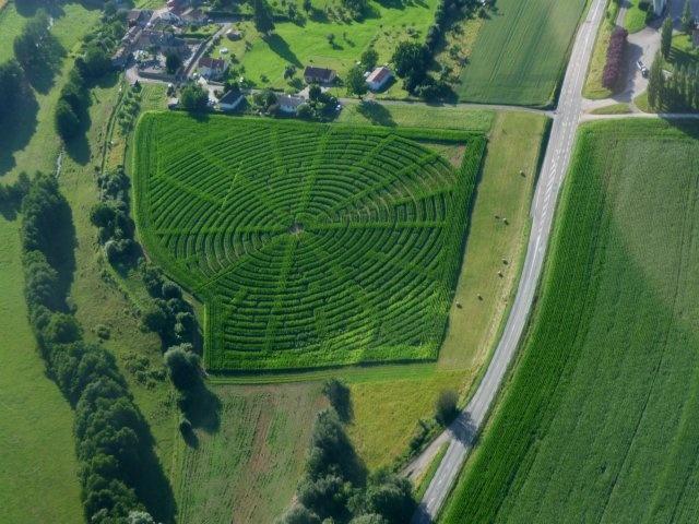 Labyrinthe de maïs de Montmedy  Retrouvez la sortie de ce labyrinthe en vous baladant 1h environ dans les allées de maïs.