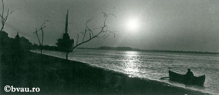 """Galați : Dimineața pe Dunăre II / Năstase Marin .- Galaţi, 1971. Imagine din colecțiile Bibliotecii """"V.A. Urechia"""" Galați."""