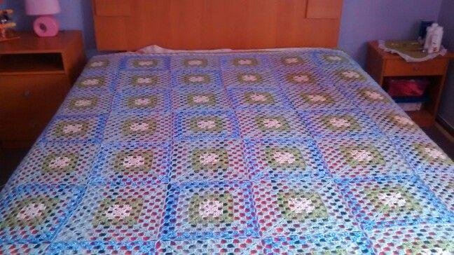 Cobertor a crochet, artesanal.