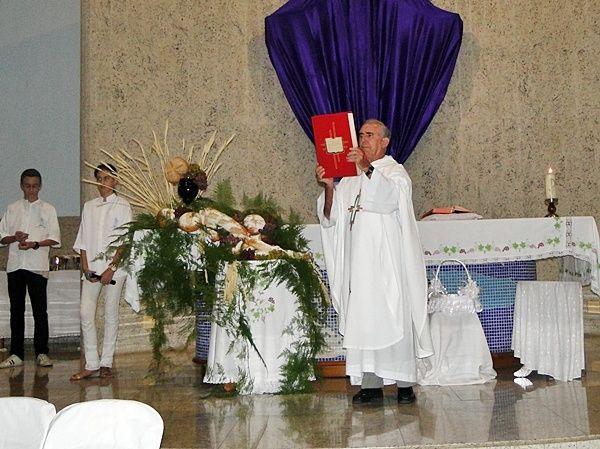 Católicos se reuniram, ontem, nas Paróquias de Muriaé, durante Missa de Lava-Pés