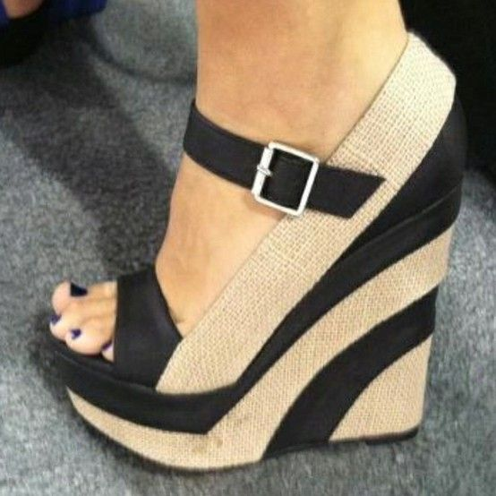 These Wedges.... <3Fashion Shoes, Wedges Heels, Summer Shoes, Wedges Shoes, Girls Fashion, Currently, Stripes, Summer Wedges, Black Wedges