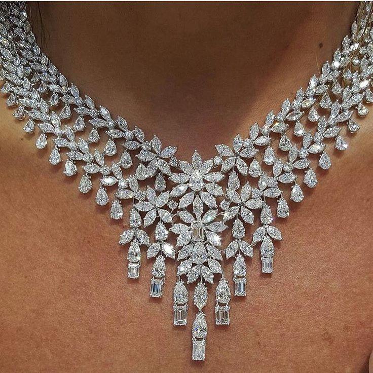 Collana in platino e diamanti.