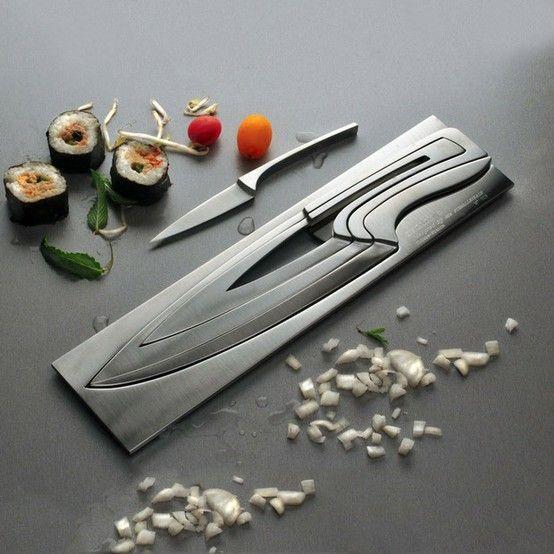 여러크기의 칼을 한공간에 수납할 수 있다