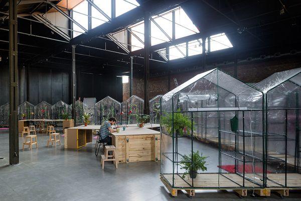 Potlatch! > elii   Ceremonia de intercambio de regalos Arquitectura efímera para la residencia temporal de artistas (El Ranchito 2014)  Nave 16.1 Matadero Madrid