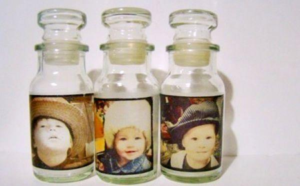 Originales portaretratos con botellas de vidrio