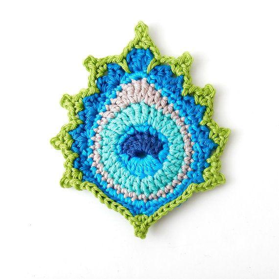 Ganchillo patrón pluma de pavo real Mayil por TheCurioCraftsRoom