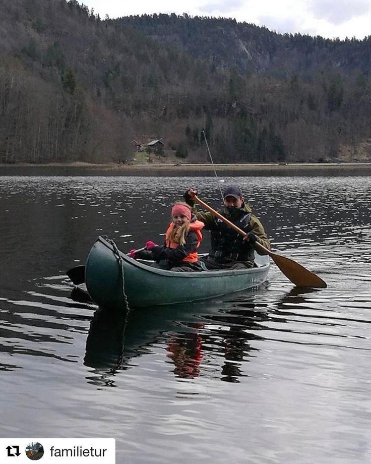 Nydelig dag. #reiseliv #reisetips #reiseblogger #reiseråd  #Repost @familietur with @repostapp  Kanopadling er gøy  Er dessverre ikke en aktivitet for ryggskada da gjør jeg meg bedre som fotograf på land   #padle #family #dreamchasersnorway #villmark #pocket_family #pocket_norway #bns_norway #familie #norway #norge #liveterbestute #friluftsliv #nature #kano #wilderness  #bns_shot #ig_shot #ute #ig_norway #liveterbestute #nature  #ilovenorway