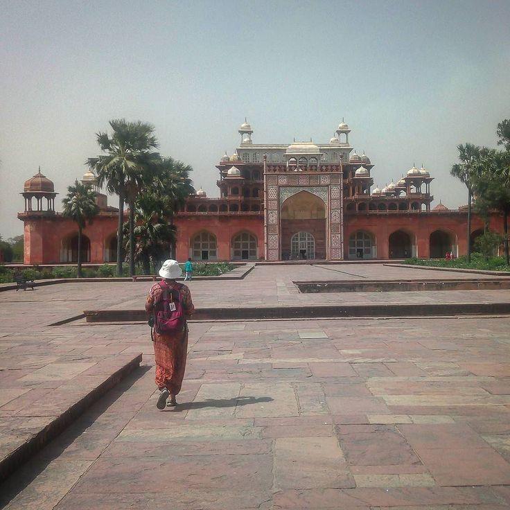 #что_там #what_is_there 214 день в пути Очередная усыпальница.  На этот раз Акбара Великого. #индия  #уттар_прадеш #агра #тадж_махал #индуизм #пальма  #храм #рикша #ашрам  #путешествие  #чай  #солнце #путь  #дорога  #sun  #traveling #india #uttar_pradesh #agra #taj_mahal #trip #way  #induism  #mauntains #tample