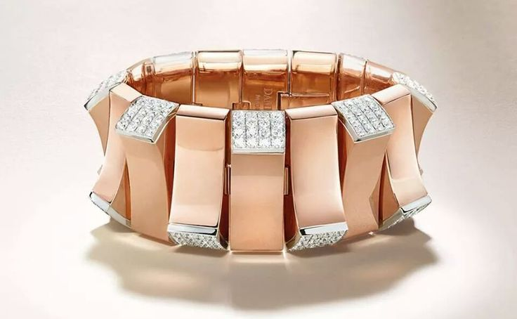 EXTRAORDINARY PIECES OF HIGH JEWELRY