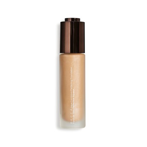 Tan - medium/tan with neutral undertonesA light, buildable, liquid foundation that imparts subtle luminosity with a weightless feel. Smooth on foundation coverage that feels ultra-light and buildable,