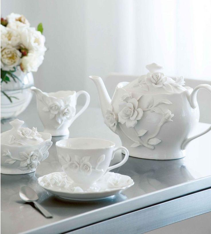 Roundtree Apartments: White Rambling Rose Tea Set (Robert Gordon)