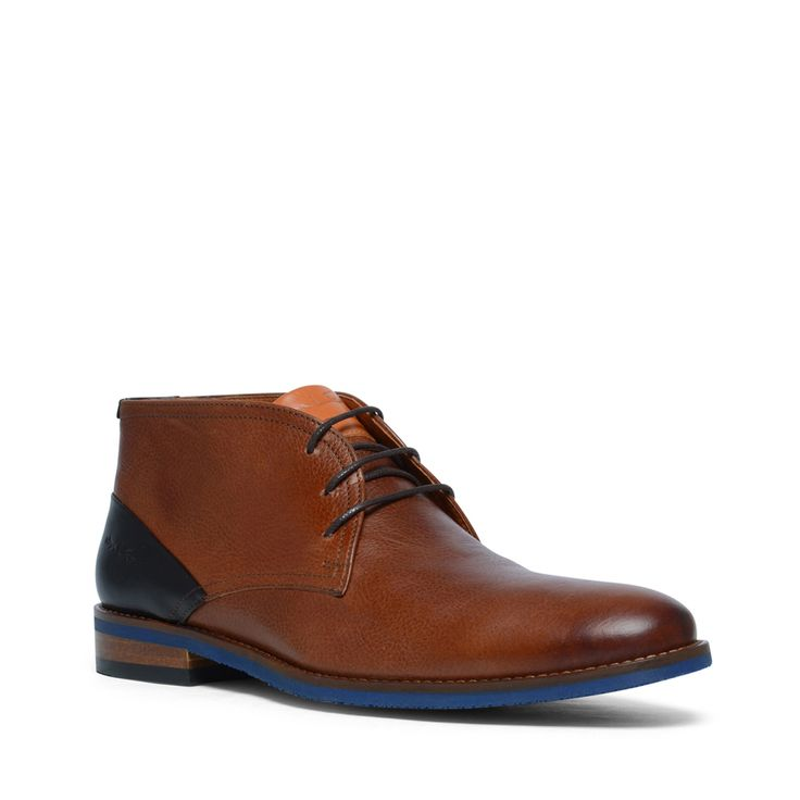 Cognac leren desert boots  Description: Cognac veterschoenen van het merk Van Lier. Zowel de binnenzijde als buitenzijde is van leer wat de schoenen een luxe uitstraling geeft. Bijzonder aan dit model is de blauwe zool. De schoenen combineert u makkelijk met een zakelijke outfit maar staan ook goed onder een casual outfit. De maat valt normaal.  Price: 169.99  Meer informatie  #manfield