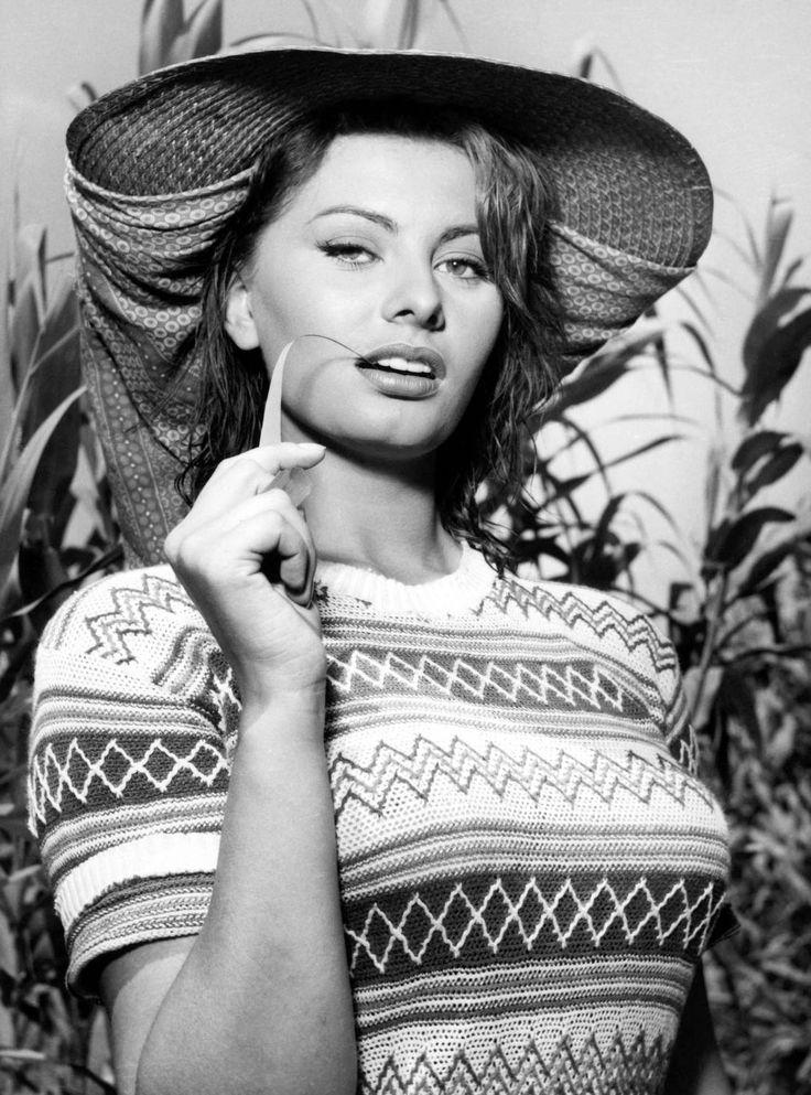 """Sophia Loren en """"La chica del río"""", 1954"""