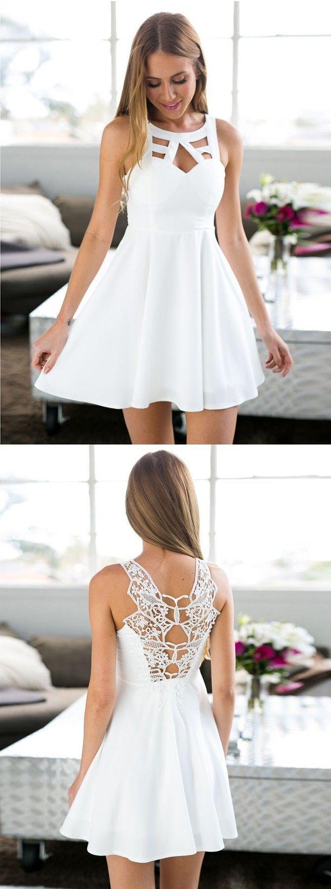einfache weiße Heimkehrkleider, kurzes Abendkleid mit Schlüsselloch, Fleckentrail