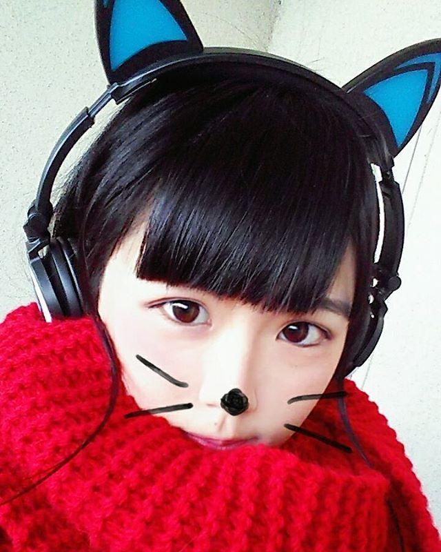 猫耳ヘッドホン アニソン大好きマンなのでずっと聴いてます(uωu*) 今日は寒かったのでマフラー #かなめん #猫耳ヘッドホン #ヘッドホン女子 #手編みマフラー #手作り大好きマン #アニソン大好きマン