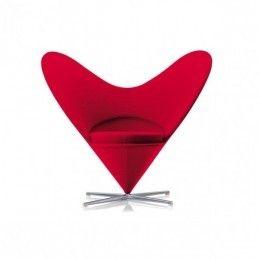 HeartConeChair VernerPanton, 1959. El trabajo del diseñador Verner Panton empezó a ser reconocido a finales de la década de 1950. Con una serie de muebles basados en formas geométricas sencillas, Panton anticipó elementos del Pop Art, al tiempo que imitaba la elegancia del Modernismo escandinavo en la construcción de las bases. Los diseños más famosos de esta serie son la Cone Chair y la Heart Cone Chair. La Heart Cone Chair toma el nombre de su silueta en forma de corazón.