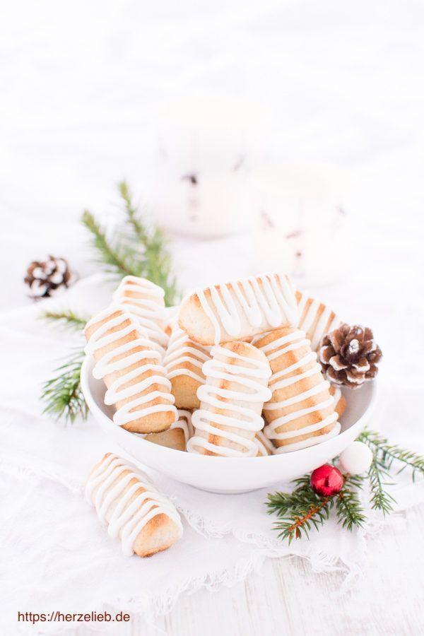 Kekse Rezepte - Kransekagestænger aus Kranskeage Teig - dänischer Gebäck Klassiker. Rezept von herzelieb #foodblog #rezepte #cookies #daenemark #deutsch